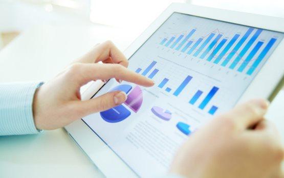 Графики и аналитика данных, полученных из опросов гостей.